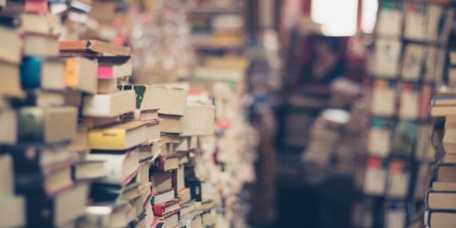 Bücherei mit Trivialliteratur