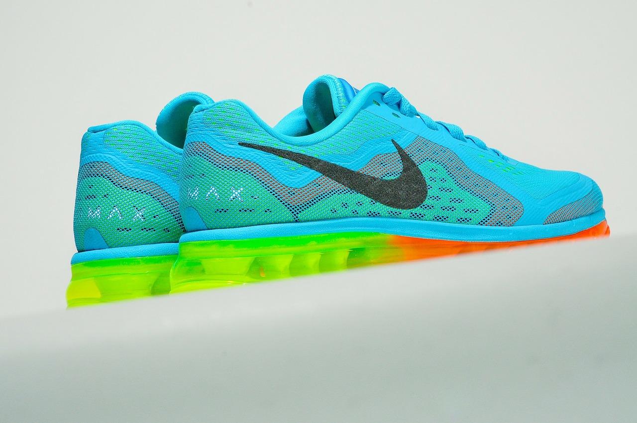 Bunte Nike Laufschuhe